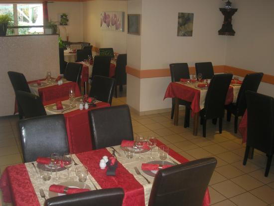 Dange-Saint-Romain, Francia: salle de restaurant