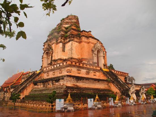 Reruntuhan Candi - Picture of Wat Chedi Luang Varavihara ...
