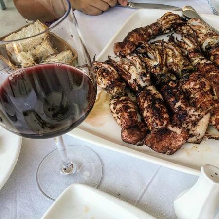Insulares Restaurant: Şarap ve kalamar