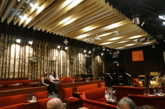 Retro interior picture of reduta jazz club prague for Designhotel jaz