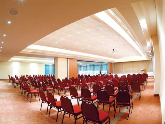 Lancaster Tamar Hotel: Byblos Ballroom-Theater Set up