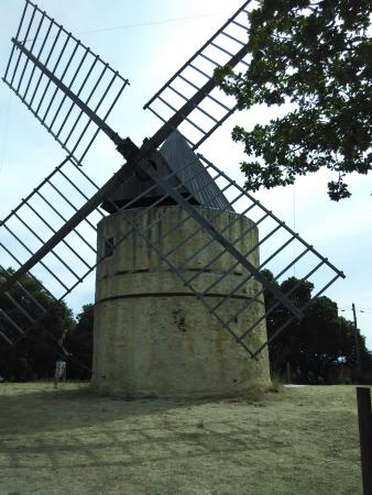 ‪Moulin de Paillas‬