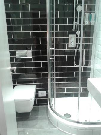City Continental London Kensington: private bathroom