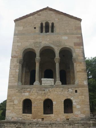 Vue de léglise: fotografía de Santa María del Naranco, Oviedo - TripAdvisor