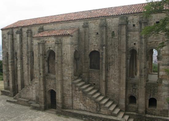 Palacio de Santa María del Naranco: fotografía de Santa María del Naranco, Ov...