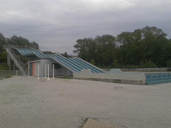 coin enfants toboggan piscine jets toilettes photo de le port aux cerises draveil
