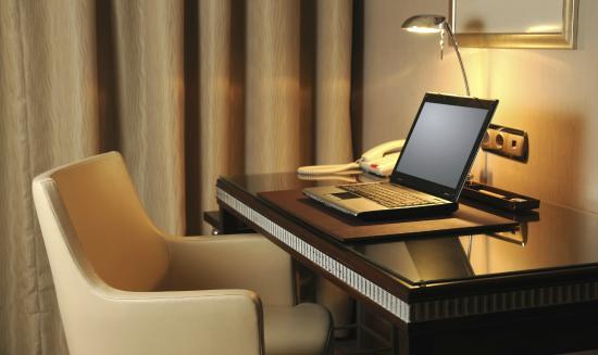 Volcano Spa Hotel : Pracovní stůl