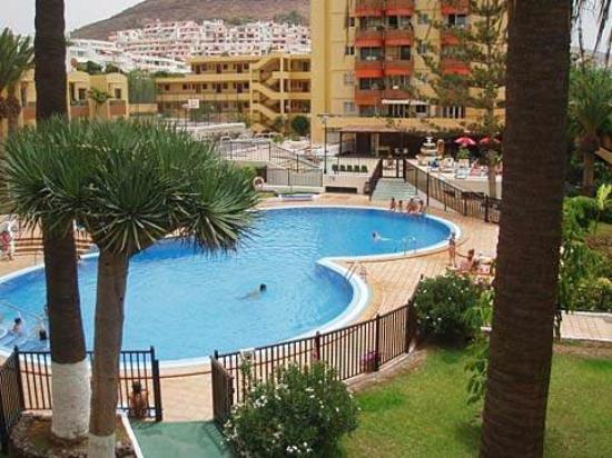 Torres Del Sol Apartments: Бассейн