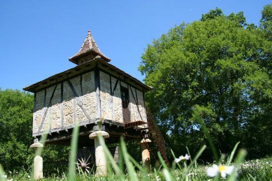 Les Gîtes du Mas d'Aspech : Proche Lalbenque et Saint Cirq Lapopie à 1 heure de Toulouse le pigeonnier gite insolite et roma