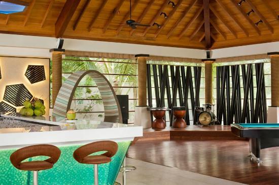 Lo Brizan Foto 2 Picture of Lo Brizan Bar Silhouette Island