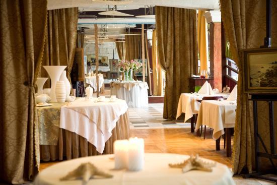 "Hotel Ukraina : Ресторан ""Украина"""