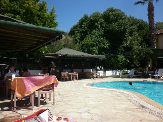 Beyaz Villas: Poolside