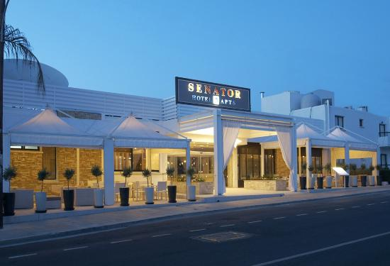 Senator Hotel Apartments: Hotel Entrance