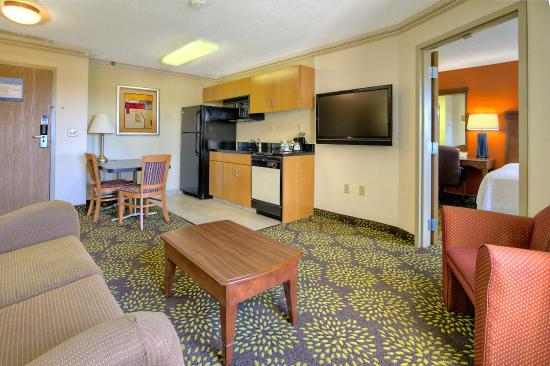 Hampton Inn and Suites Memphis - Wolfchase Galleria : living room