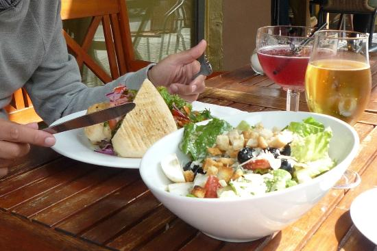 Saladette & Freunde: Chapata y ensalada césar