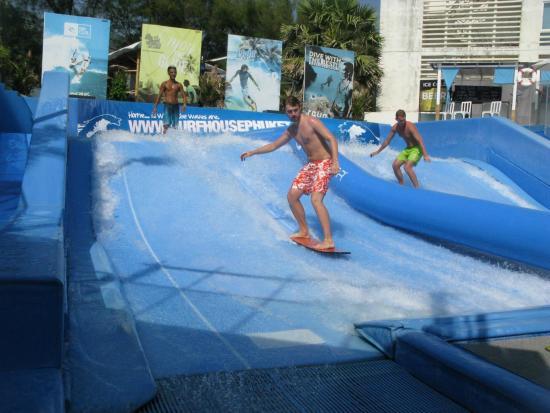 Surf House Phuket - Kata Beach: Сын на сёрфе
