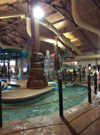 Tundra Lodge Resort Waterpark & Conference Center: lazy river with play area in the background