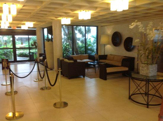 Golden Strand Ocean Villa Resort: Lobby