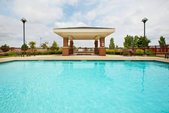 Holiday Inn Express and Suites Springfield - Downtown : Outdoor Pool