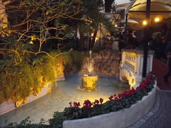Targa foto di palazzo brancaccio roma tripadvisor - Pilozzo da esterno ...