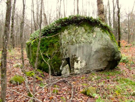 McKellar, Kanada: Balsam Trail's Spirit Rock