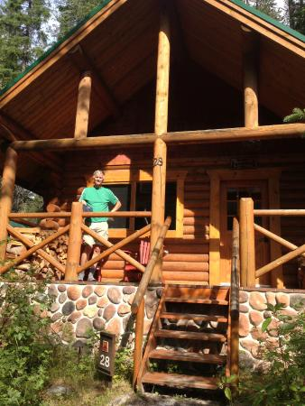Cathedral Mountain Lodge: We had our own porch where the wifi was strongest.