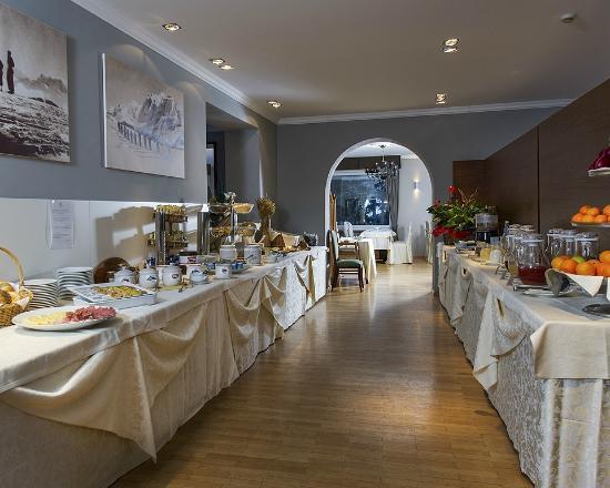 Family Hotel Gran Baita: Ricca Colazione a Buffet