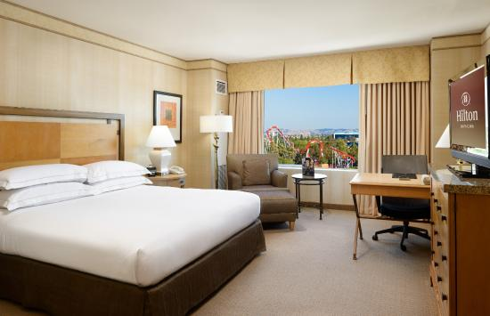 Hilton Santa Clara: King Guest Room with Great America Park Views