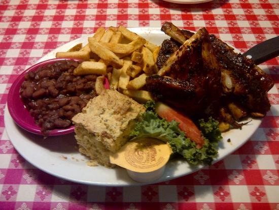 Ludy's Main Street BBQ: Pork Rib / Chicken Platter