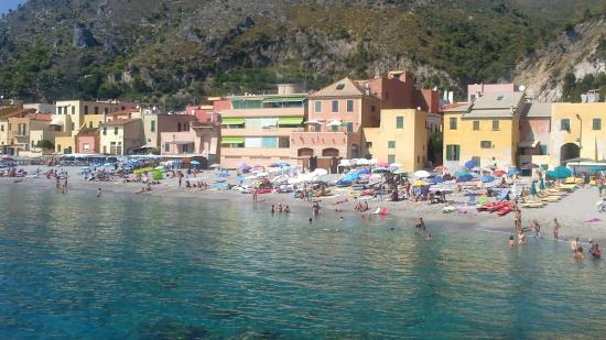 Matrimonio Spiaggia Varigotti : Punta crena dal molo picture of varigotti beach