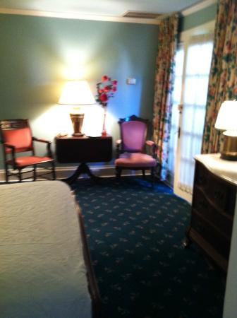 Nine-O-Five Royal Hotel: 1 Queen bed / 2 people