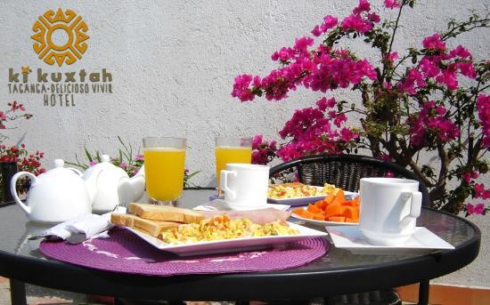 Hotel KiKuxtah: Sorprende a tu pareja con un desayuno especialmente preparado para empezar un día inolvidable.