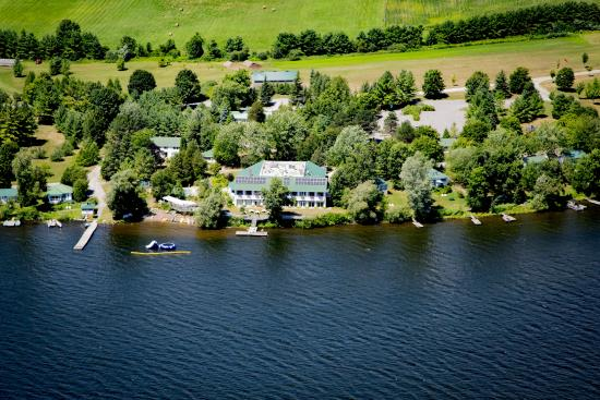 Elmhirst's Resort: Aerial view of main building and some cottages