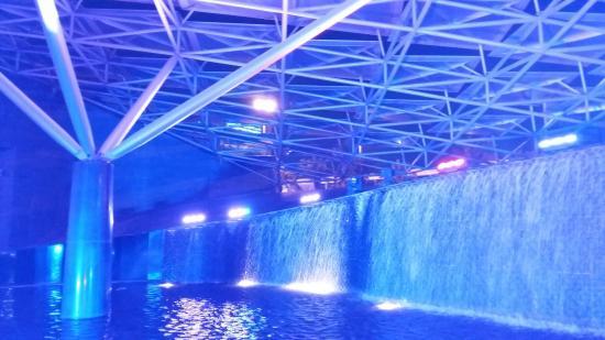 Al Faisaliah Center : Beautiful Water Fountain @Faisaliah