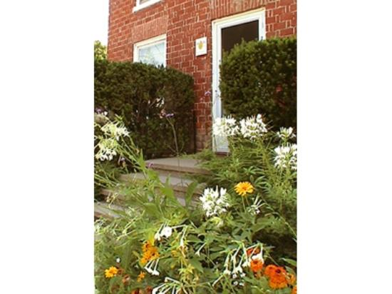 Bee & Bee ~ Bed and Breakfast: In the heart of Picton!