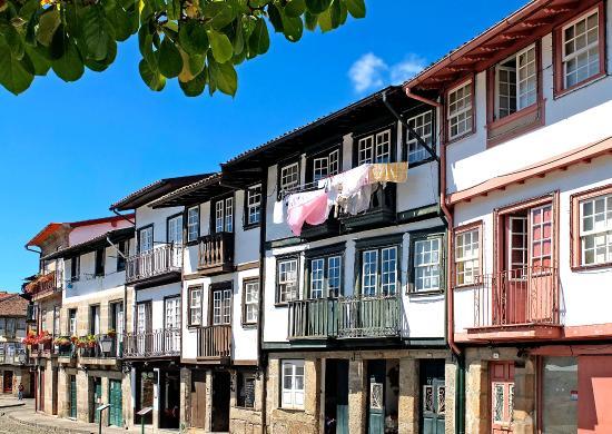 Centro Historico de Guimaraes: Praça de Santiago