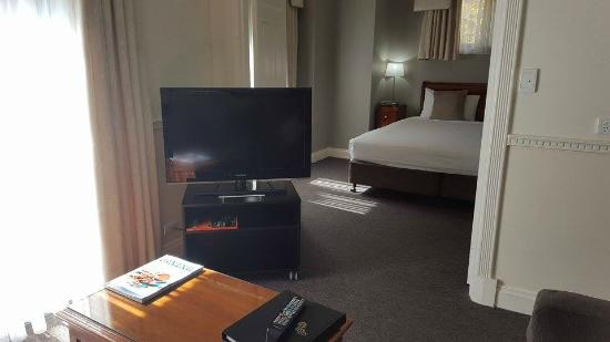 Majestic Old Lion Apartments Tv Bed