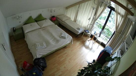A. V. Pension Praha: добавляют детскую кроватку за 200крон