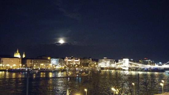 art'otel budapest: Night Skyline from Art'otel