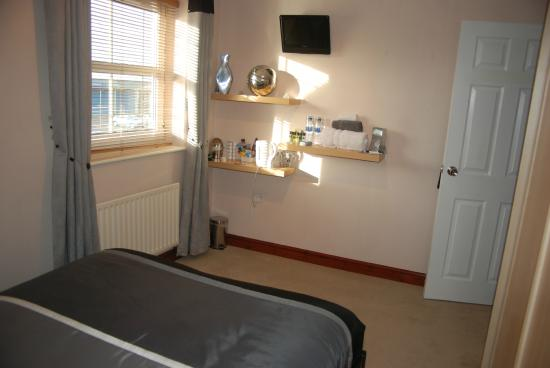 Lanes Guest House: Double room with private bathroom one double bed,dressing gowns and complementary condiments.