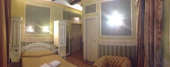 Residenza Montecitorio: panoramica della stanza 405