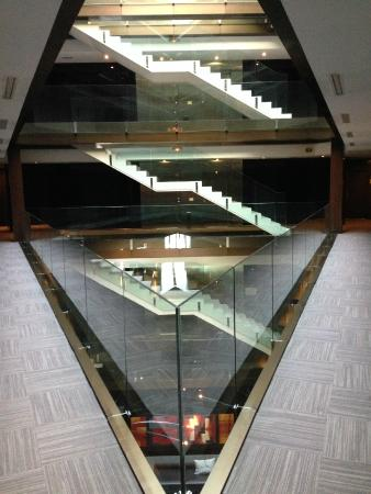 AC Hotel Burgos: Lobby view to stairs and elevators.