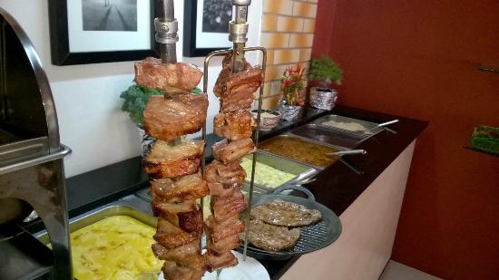 Tradicao Restaurante: Costelinha assada e bife na chapa