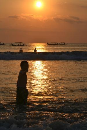 coucher de soleil de la plage de kuta