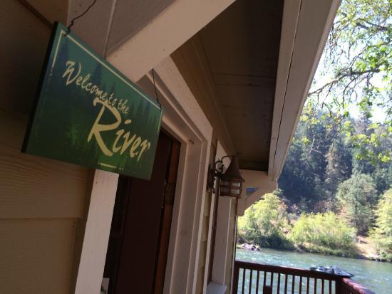 Rogue River Lodge: front door