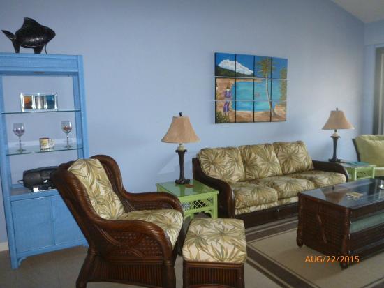 Pelican Cove Condos: Living room