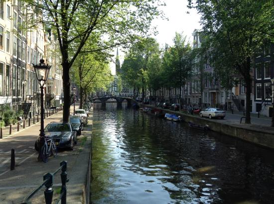 Marnix Hotel: the hotel is located in a nice area. Walking by the channels is awesome