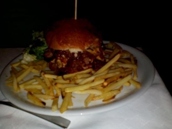 Pizzeria Trattoria Il Cipollotto: Mega hamburger