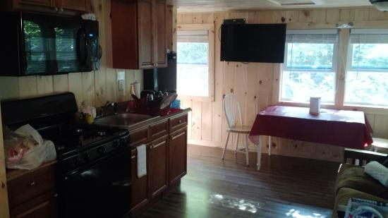 Pemi Cabins : Shot of the Kitchen