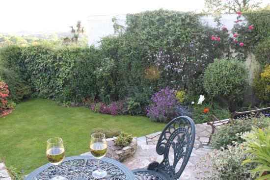 Stowford Guest House: Enjoy relaxing on the patio